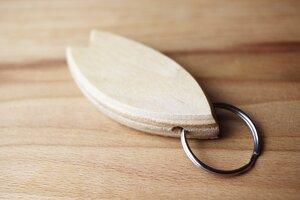 Surfbrett Schlüsselanhänger, Surfboard Keychain, Surfbrett Schlüsselanhänger aus gebrauchten Skateboards - Skatan-llc