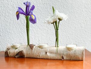 Birkenstamm mit Teelichtern und Vasen - b.y.r.d.