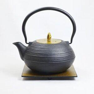 Teekanne aus Gußeisen M Yo und Untersetzer 1,2 l - ja-unendlich