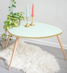 Ovaler Wohnzimmertisch mit konisch zulaufenden Beinen - Mighty Home