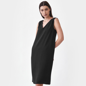 V-Ausschnitt Kleid mit Schulterdetail - Mila.Vert