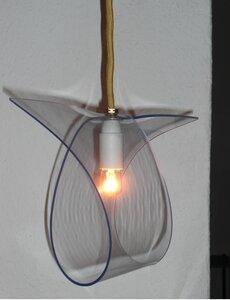 "Leuchte ""clear loop"" aus gebrauchtem PVC  - made by roswitha marien"