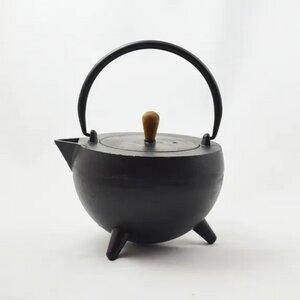 POP-Teekanne mit Holznoppen aus Gußeisen verschiedene Farben - ja-unendlich