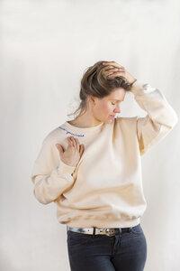 Speaking neck Sweatshirt - by mijl