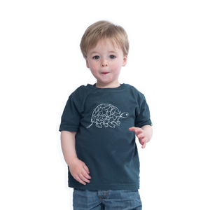 Kinder T-Shirt aus Bio-Baumwolle TORTOISE Dunkelgrün. Handmade in Kenya - Kipepeo-Clothing
