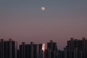 Shanghai Moonbeams - Poster von AJ Schokora - Photocircle