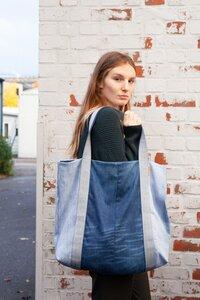 Strandtasche aus used Denim mit blauem Gurtband - Bridge&Tunnel