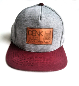 Snapback mit Lederpatch – grey/red  - DENK.MAL Clothing