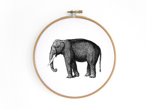 Elefant im Stickrahmen - renna deluxe