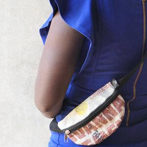 Bauchtasche | recycelt aus Zementsäcken in verschiedenen Farben in Größe S - Nyuzi Blackwhite