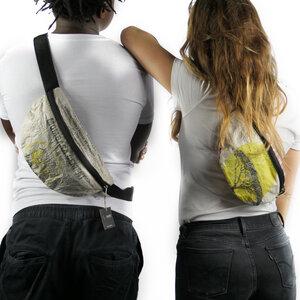 Bauchtasche   recycelt aus Zementsäcken in verschiedenen Farben in Größe L - Nyuzi Blackwhite