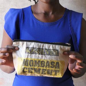 Kulturbeutel |Upcycling Kosmetiktasche aus recyceltem Zementsack - Nyuzi Blackwhite