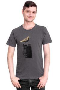 """Fair-Trade-Männershirt """"Tempelhofer Feldlerche"""" - Made in Kenia - dunkelgrau - Hirschkind"""