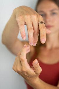 Ring mit Holzelement 'CIRCLE RING' - Kerbholz