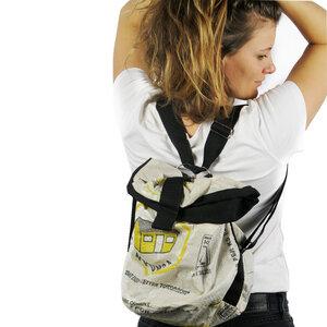 Umhängetasche   recycelt aus Zementsäcken   2 in 1 Tasche + Rucksack - Nyuzi Blackwhite