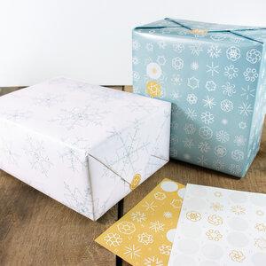 Schneeflocken Geschenkpapier-Set mit Aufklebern - Bow & Hummingbird
