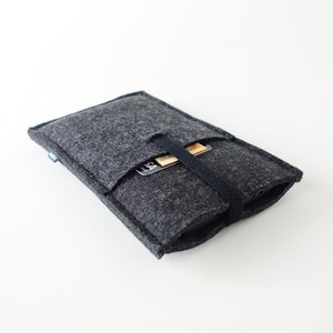 Handyhülle mit Einstecktasche 'emil' groß (bis iPhone 12 Pro Max) aus Filz 4 Farben - matilda k. manufaktur