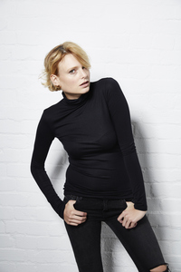 TOP TURTLENECK BLACK - Hati-Hati