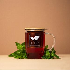Teetasse mit Teesieb - Tee im Glas
