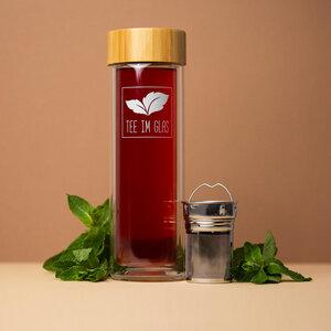 Glasflasche mit Teesieb - Tee im Glas