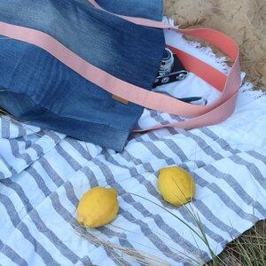 Strandtasche aus used Denim mit apricotfarbenem Gurtband - Bridge&Tunnel