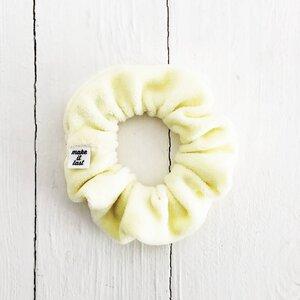 Scrunchie aus Baumwollsamt in zitronengelb und dusty lila - make it last