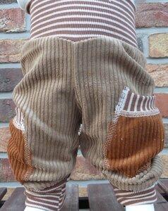 Kinder-/Baby-Mitwachshose aus beigem Breitcord mit Taschen  - Omilich
