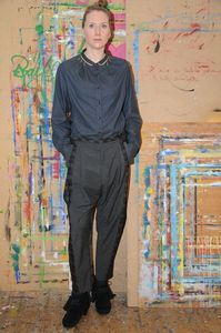 Bluse dunkelgrau mit einem zweifarbigen Bubikragen (Grau/Gelb) - käufer (d) sein