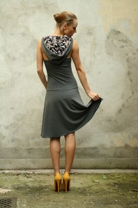 Kapuzen- Kleid rückenfrei - ManduTrap
