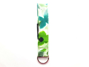 Leesha WILDe Upcycling Schlüsselband Grüne Blüten aus Stoff - Leesha