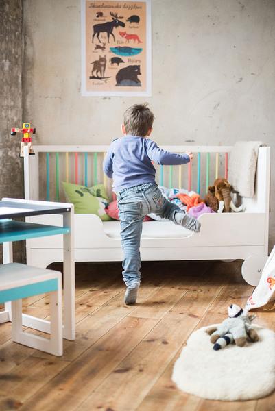 ekomia babybett lumy zum mitwachsen in bunt und wei avocadostore. Black Bedroom Furniture Sets. Home Design Ideas