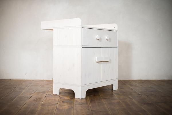ekomia wickel kommode emo mit bunten gesichtern. Black Bedroom Furniture Sets. Home Design Ideas