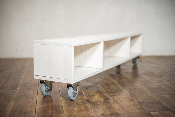 ekomia alma bank sideboard auf rollen avocadostore. Black Bedroom Furniture Sets. Home Design Ideas
