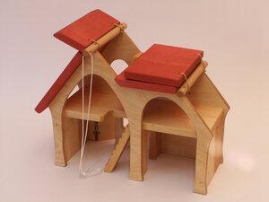 Holzspielhaus - Wohnhaus mit zwei Treppen, Dächer zum Aufklappen wundeschön zum Spielen  - Decor Holzspielwaren