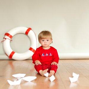 Langarmshirt rot mit Segelbooten - People Wear Organic