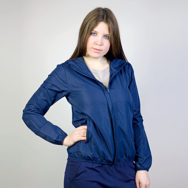 Recycled Windjacke Open to the Elements