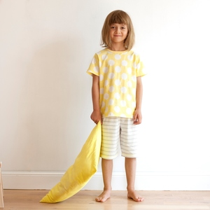 Gelb gemusterter Sommer-Pyjama - People Wear Organic