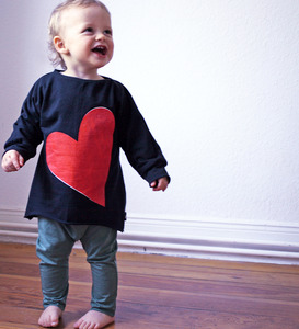 Sweat Pulli mit Herz-Motiv schwarz - Lena Schokolade