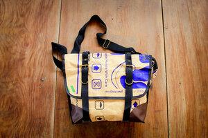 Schultertasche, Messenger Bag, wasserfestes Papier. Handgemacht. - By Copala