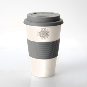 Coffee-to-go-Becher aus Bambus mit Sri-Yantra-Applikation - freakulized
