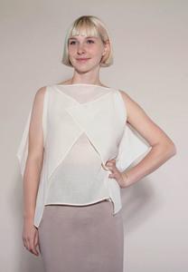 schlichte, moderne Bluse in cremeweiß aus fairer Biobaumwolle - Natascha von Hirschhausen