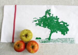 Fair-Trade-Geschirrtuch 'Apfelbaum' weiß - Hirschkind