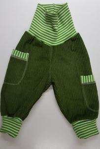 Kinder-/Baby-Mitwachshose aus grünem Breitcord mit Taschen  - Omilich
