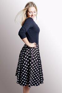 Kleid 'Vrida' schwarz/ gepunktet - Frija Omina