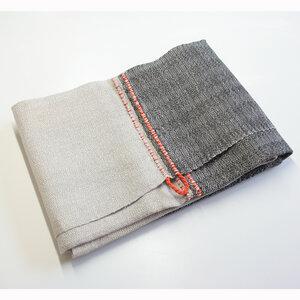 Duschtuch von tuchmacherin, natur/schiefer mit Aufhänger - tuchmacherin - handgewebtes design + filz