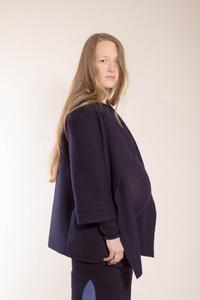 schlichte, dunkelblaue Jacke aus reiner Biowolle - Natascha von Hirschhausen