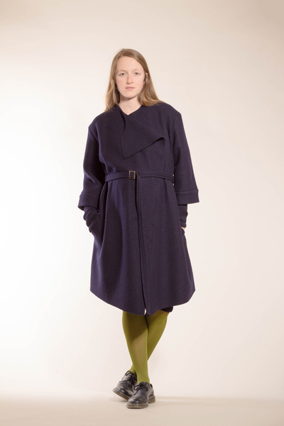 schlichter dunkelblauer mantel aus reiner biowolle von natascha von hirschhausen bei avocado. Black Bedroom Furniture Sets. Home Design Ideas