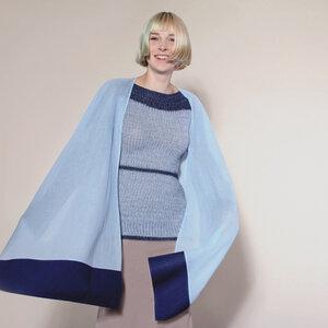 leichtes, elegantes Designer-Cape aus reiner Bio-BW hellblau / dunkelblau - Natascha von Hirschhausen