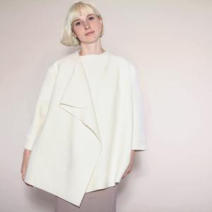 schlichte, elegante Wolljacke in cremeweiß aus Bio-Wolle - Natascha von Hirschhausen