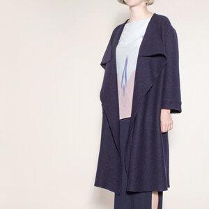 schlichter, eleganter Designer-Mantel in schwarz-blau aus Bio-Wolle - Natascha von Hirschhausen